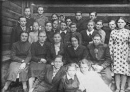 Первый (7-й) класс Лины Каминской в посёлке Тельма Иркутской области. 1952